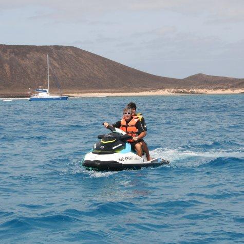 board-jet-ski-activity-watersport-in-lanzarote